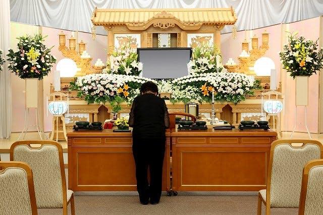 葬儀社へ連絡するタイミングや信頼できる葬儀社の選び方を紹介